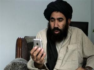 Tak Kuasa Hadang Modernisasi, Taliban Pakai iPhone
