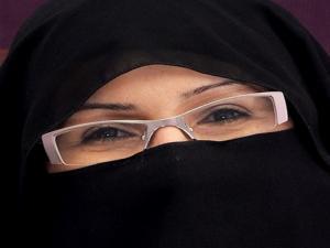 """Kontes Kecantikan Moral """"Sunni-Syiah"""""""