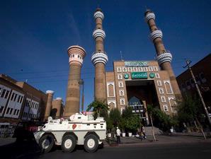 masjid dijaga tank